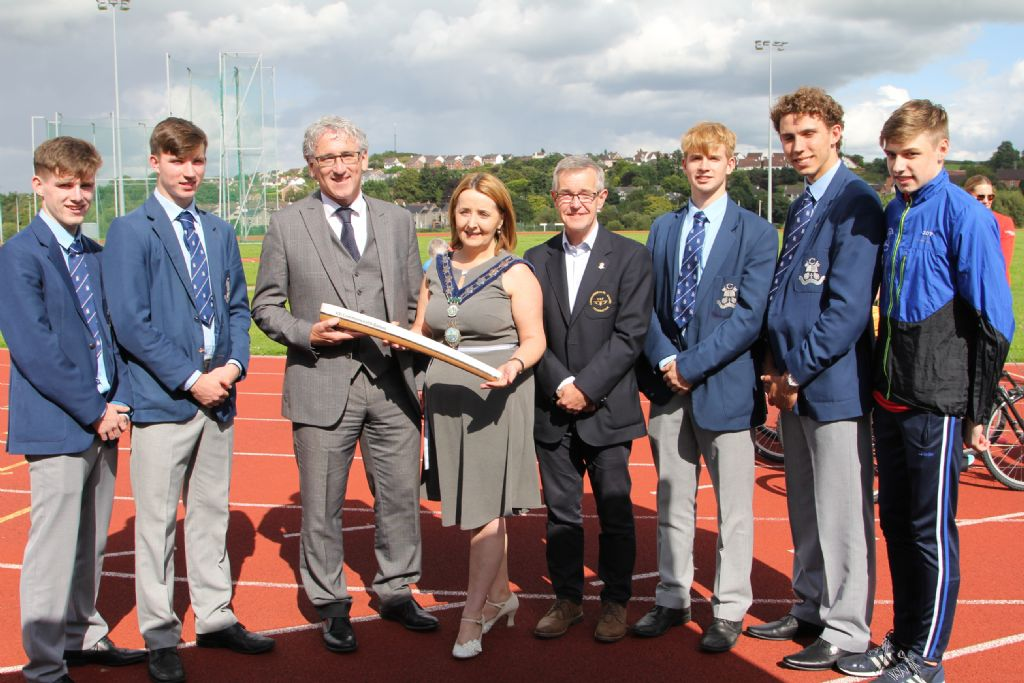 Athletes welcome Commonwealth baton to the College